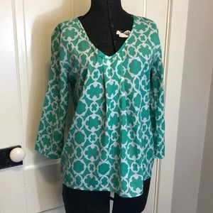 🦋20% OFF🦋 GREEN/WHITE DESIGN BLOUSE SZ S PLEATED